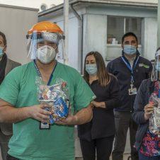 Imagen de la Nota: Carozzi, CCU, NESTLÉ, PepsiCo y Watt's entregan conjuntamente 45.000 colaciones a personal de hospitales públicos que continúan trabajando para superar la pandemia