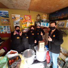 Imagen de la Nota: MAGGI apoya 29 ollas comunes de Bajos de Mena  con utensilios y alimentos