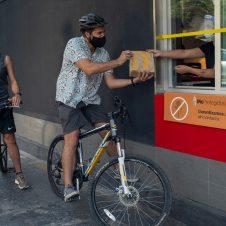 Imagen de la Nota: AutoMac de McDonald's incentiva  la micromovilidad con su campaña «¡Muévete como Quieras!»