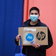 Imagen de la Nota: P&G dona 211 computadores portátiles a estudiantes de enseñanza media de dos colegios de la Región Metropolitana