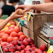 Imagen de la Nota: Compra con descuento vía online, alimentación sana y regreso a la presencialidad: las tres tendencias que marcan el consumo en Chile