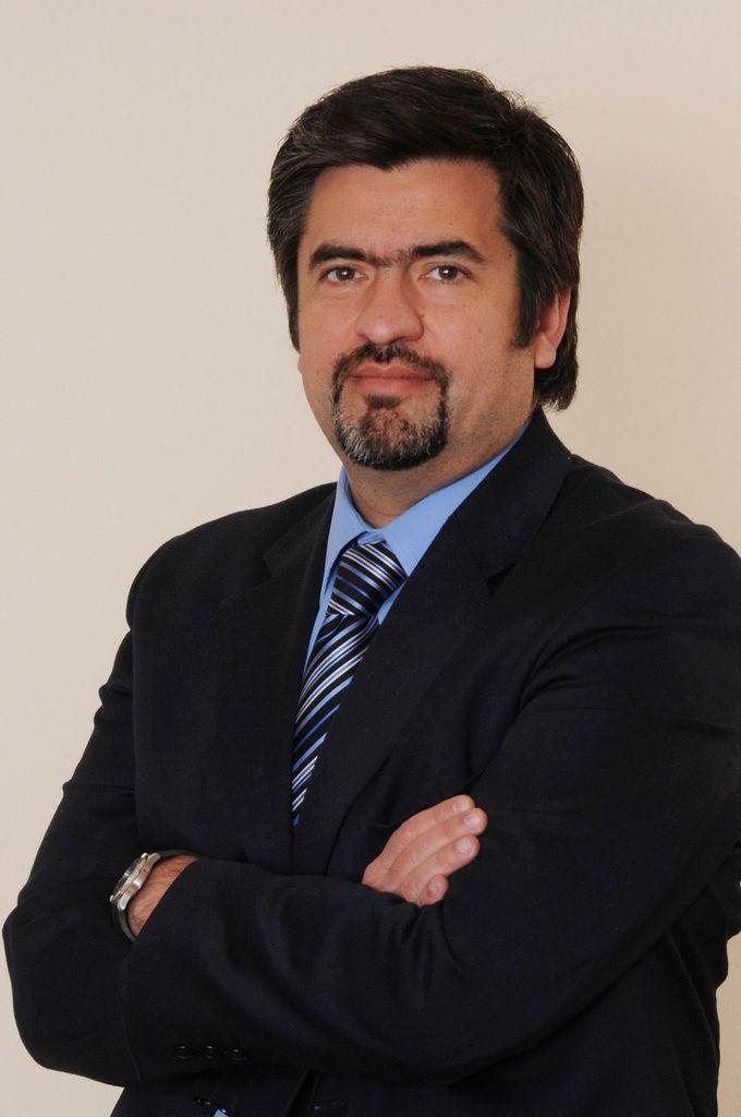 Sergio Olavarrieta, Profesor Asociado Departamento de Administración Facultad de Economía y Negocios Universidad de Chile